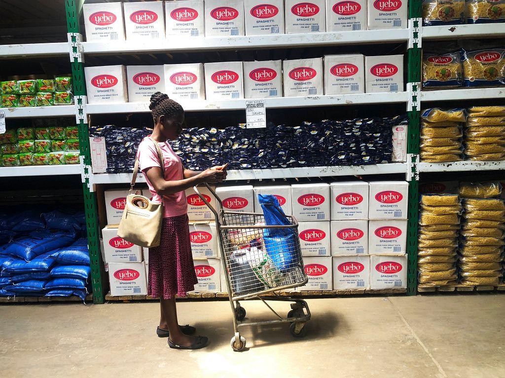 Zimbabwe . Wraca ogromna inflacja.