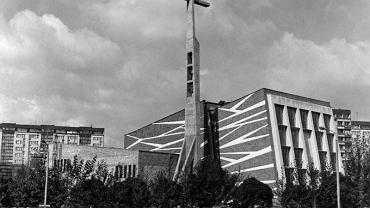 Kościół pw. św. Jana Chrzciciela po rozbudowie. Proj. Zbigniew Weber, 1982. Fot. archiwum parafii