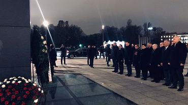 Rocznica stanu wojennego. Jarosław Kaczyński złożył kwiaty m.in. przy pomniku ofiar katastrofy smoleńskiej