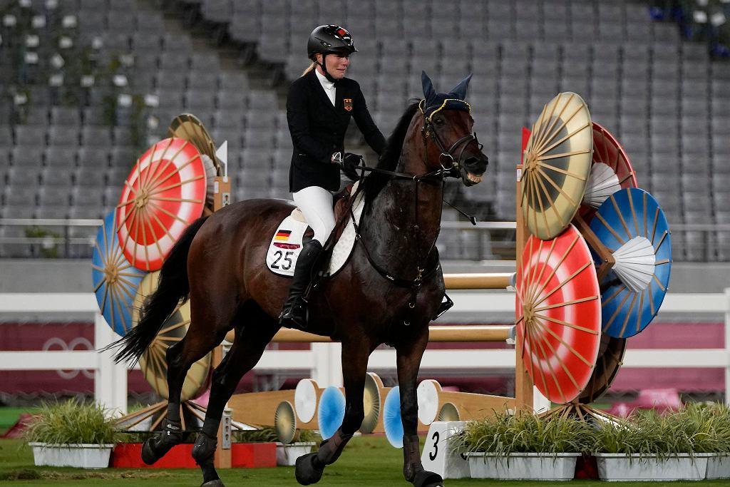 Tokio 2020. Niemiecka trenerka pięcioboju wyrzucona za uderzenie konia, na którym jeździła Annika Schleu