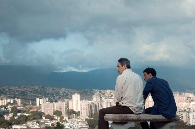 Kadr z filmu 'Z daleka'
