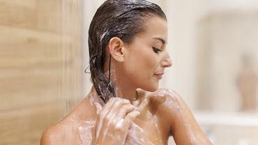 Nafta kosmetyczna na włosy - jakie daje efekty?