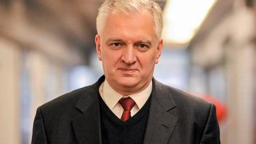 Jarosław Gowin  W kampanii wyborczej Beata Szydło przedstawiała go jako najbardziej prawdopodobnego kandydata na ministra obrony narodowej. Teraz jednak przymierzany jest raczej do resortu edukacji albo szkolnictwa wyższego w randze wicepremiera. Sam zgłasza gotowość do objęcia któregokolwiek z tych trzech ministerstw.