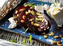 Sałatka z pieczonych buraków z kozim serem i pestkami dyni - ugotuj