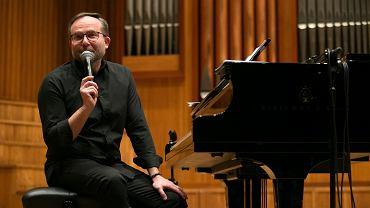 W uzyskaniu aplikacji będzie niezbędna pomoc muzyków i kompozytorów - na zdjęciu Krzysztof Herdzin
