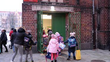 powrót do szkoły (zdjęcie ilustracyjne)