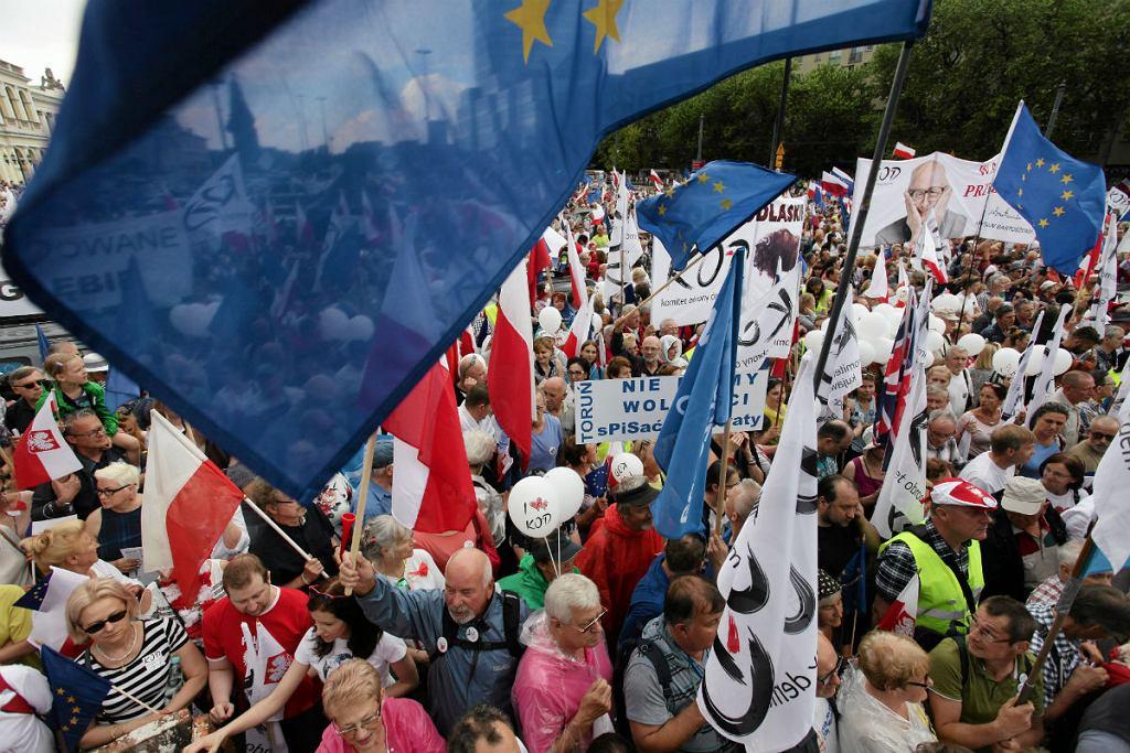 Marsz KOD - u. z okazji 27 rocznicy pierwszych wolnych wyborów w 1989 roku.