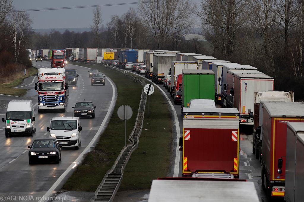Częstochowa. Korek spowodowany budową odcinka autostrady A1 - węzła Rząsawy