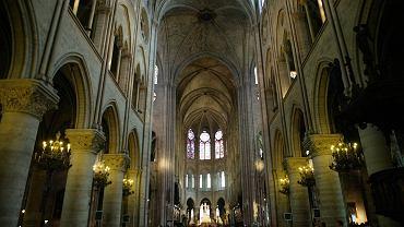 Wnętrze katedry Notre Dame w 2006 roku.