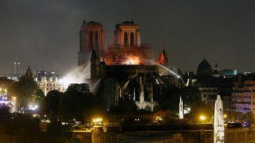Akcja gaszenia pożaru katedry Notre Dame.