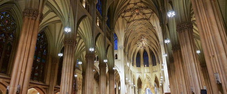 Nowy Jork. Mężczyzna szedł do katedry z kanistrami benzyny