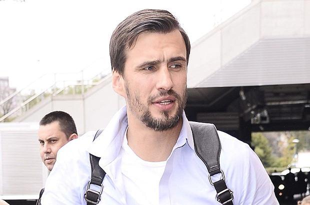 Jarosław Bieniuk w miniony wtorek został zatrzymany w związku zawiadomieniem dwudziestokilkulatki o gwałcie. Ostatecznie były piłkarz usłyszał jedynie zarzuty związane z posiadaniem narkotyków, jednak całe zajście znacząco wpłynęło na jego wizerunek.
