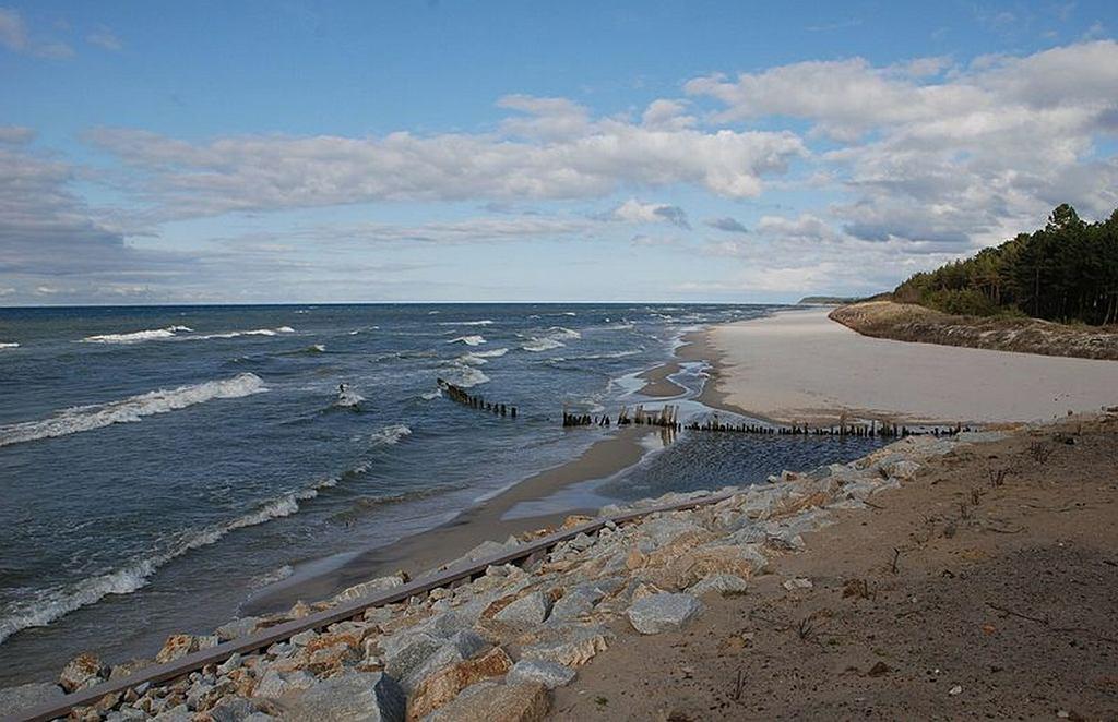Plaża w Karwi nad Bałtykiem, gdzie utonęło dwóch mężczyzn