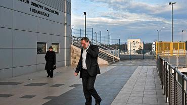 Prezydent Rafał Bruski przed stadionem Zawiszy