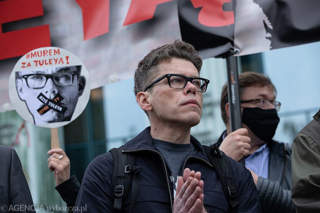 Sędzia Igor Tuleya podczas demonstracji wsparcia dla niego w związku z wnioskiem o uchylenie mu immunitetu przez Izbę Dyscyplinarną SN, Warszawa, 9 czerwca 2020 r.