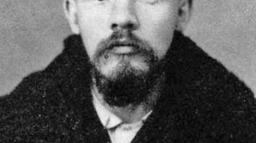 Włodzimierza Iljicza Uljanowa (1870-1924) i Nadieżdę Krupską (1869-1939) połączyła fascynacja marksizmem, wspólne czytanie wywrotowej literatury oraz długie dyskusje o tym, jak obalić carat i zaprowadzić w Rosji nowy ustrój. Lenin (na zdjęciu zrobionym przez policję po aresztowaniu w 1895 r.)