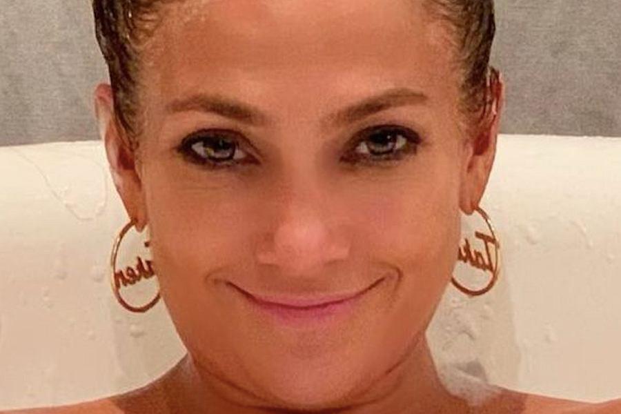 Jennifer Lopez w wannie