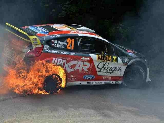 Ford Fiesta RS WRC Matrina Prokopa i Zdenka Hruzy spłonął na 3. odcinku specjalnym ADAC Rallye Deutschland