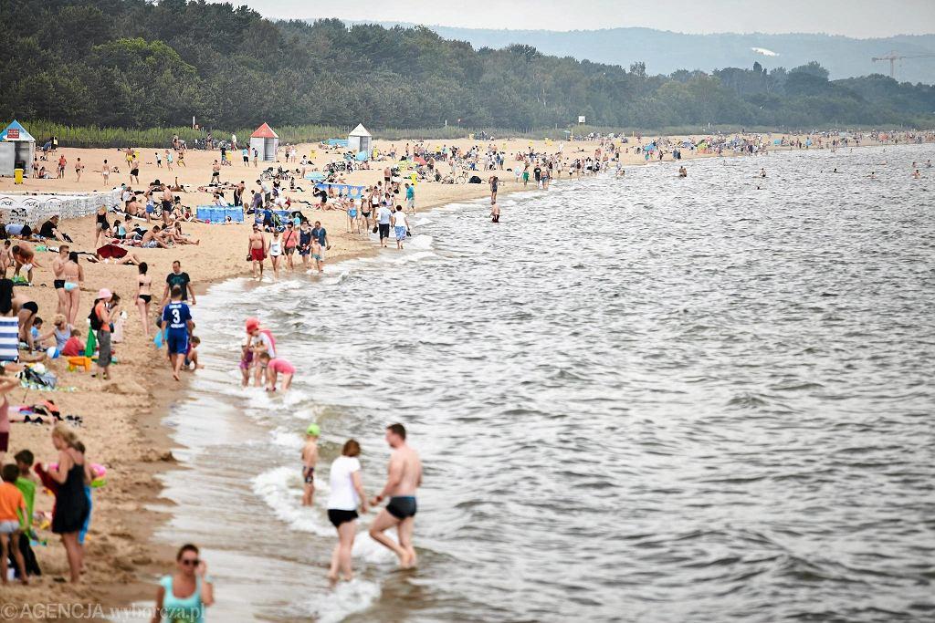 Ratownik z Darłówka komentuje zachowania rodziców na plaży: Wyobraźnię zostawiają w domu / Zdjęcie ilustracyjne