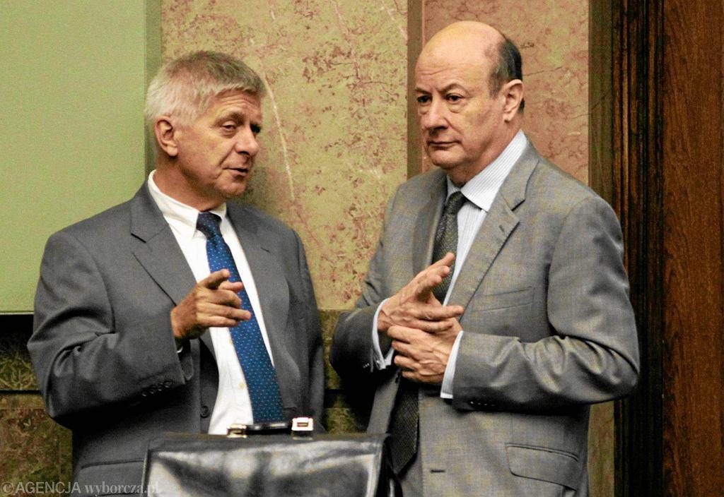 To minister finansów Jacek Rostowski (na zdjęciu z prawej) oczekiwał, że w razie finansowych problemów NBP rzuci się do kupowania obligacji skarbu państwa