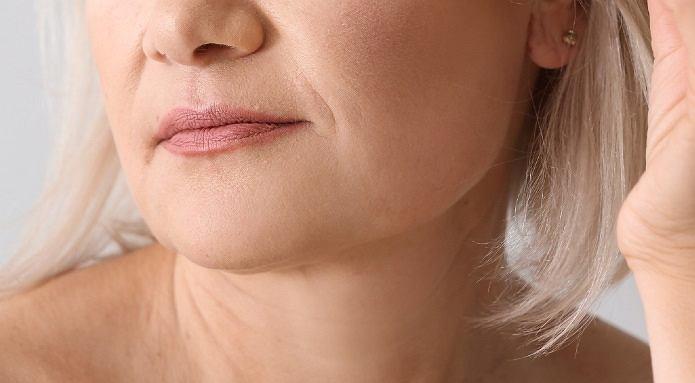 Zmarszczki na szyi - 4 proste sposoby, by skutecznie się ich pozbyć