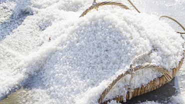 Sól morska do włosów. Zdjęcie ilustracyjne