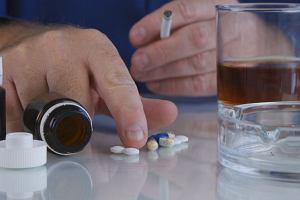 """""""Można? Nie można!"""" - czyli o alkoholowych dylematach imprezowicza przyjmującego leki"""