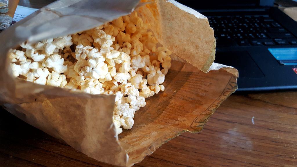 Popcorn to jedna z tych przekąsek, od których trudno się oderwać.