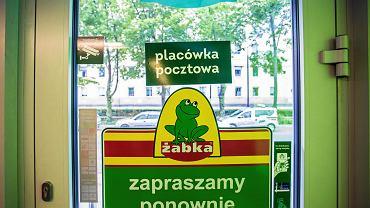 Żabka i placówka pocztowa