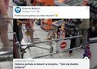 Klienci Biedronki oburzeni dzieckiem, które w butach jeździło w wózku zakupowym. Jest komentarz sklepu