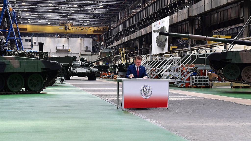 Minister Błaszczak podpisuje umowę na 'modyfikację' T-72