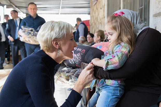 Agata Duda z uchodźcami