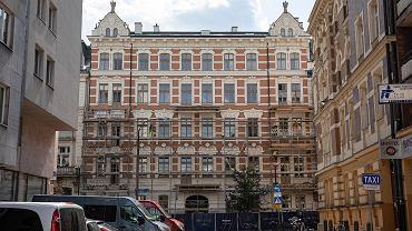 Odnowiona fasada kamienicy przy ulicy Foksal 13
