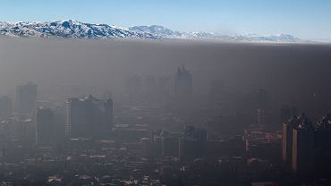 Smog nad miastem Ałmaty w Kazachstanie. Zdjęcie zrobione 12 stycznia 2014 r.