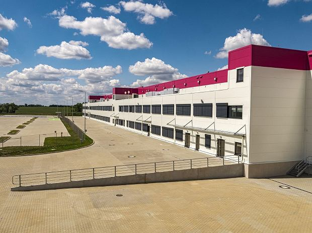 Hala dla wielkiej fabryki wózków widłowych KION Group już gotowa