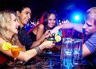 """""""Bez błyszczącego garnituru jest tylko kolejnym pijanym gościem"""". Jak praca za barem pomaga w osiągnięciu sukcesu w korporacji"""