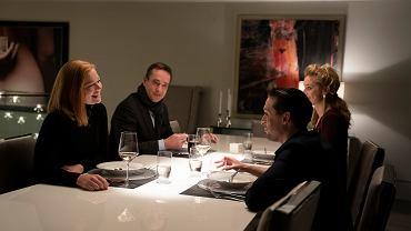 Rodzina Royów przy stole w serialu 'Sukcesja'