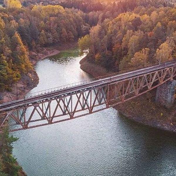 Most kolejowy nad Jeziorem Pilchowickim