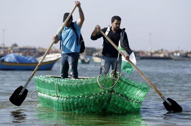 Strefa Gazy. Łódź z butelek.