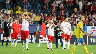 W drugim meczu Euro U21 reprezentacja Polski zremisowała w poniedziałek z obrońcą tytułu Szwecją 2:2, choć przez większą część spotkania goniła wynik. Można powiedzieć, że był to szalony mecz, bo gol na wagę remisu padł w tuż przed końcem regulaminowego czasu gry z rzutu karnego. W drugim spotkaniu grupy A Anglia pokonała Słowację 2:1. W ostatnim meczu grupowym Polska spotka się 22 czerwca w Kielcach z Anglią. paw