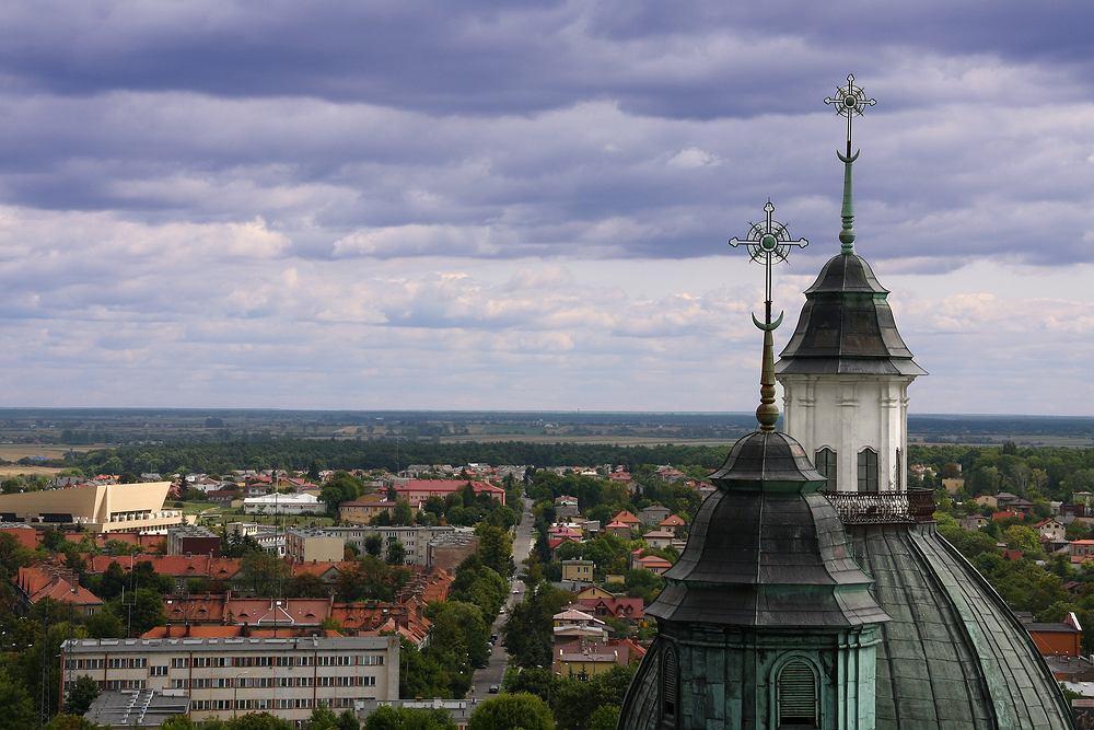 Chełm. Warto polecić, bo to piękne, historyczne miasto znajdujące się niemal przy samej granicy z Ukrainą i niedaleko granicy z Białorusią. Chełm to idealny przystanek pomiędzy Polską a Ukrainą.