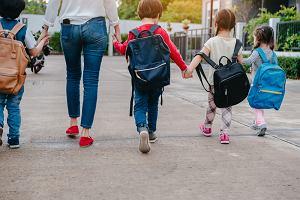 Nowy przepis MEN wszedł w życie. Rodzice muszą odebrać legitymacje i świadectwa dzieci