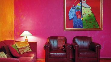 Rysy, przebarwienia lub plamy, które pojawiają się na skórzanej tapicerce, łatwo usunąć sprawdzonymi domowymi sposobami. Uwaga: przed czyszczeniem zróbmy próbę w mało widocznym miejscu!
