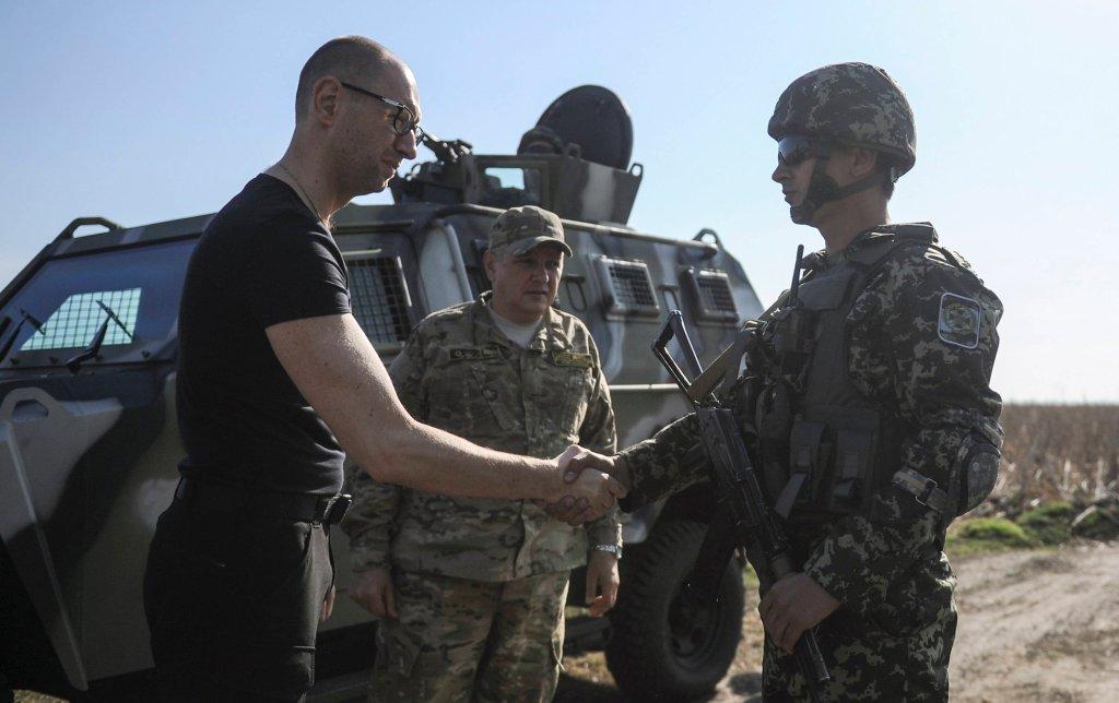Arsenij Jaceniuk kontroluje granicę z Rosją pod Charkowem