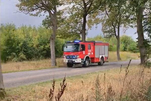 Pożar szkoły podstawowej w Świerznie. Nagranie z konta Polskiej Ochotniczej Straży Pożarnej
