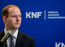 Szef KNF nadal będzie otrzymywał pensje. 33 tys. zł do końca roku