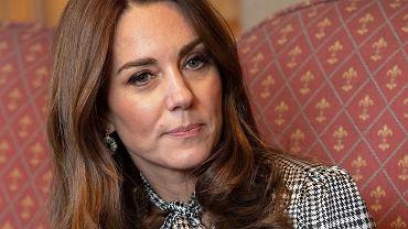 Księżna Kate zmieniła fryzurę. Tak jasnych włosów jeszcze nie miała. Wygląda świetnie!