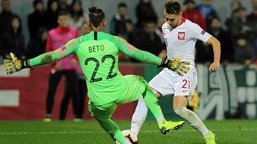 Przemysław Frankowski i Beto podczas meczu Portugalia - Polska. Guimaraes, 20 listopada 2018