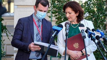 Konferencja prasowa wojewody podkarpackiej Ewy Leniart w związku z nadchodzącą jesienną falą koronawirusa