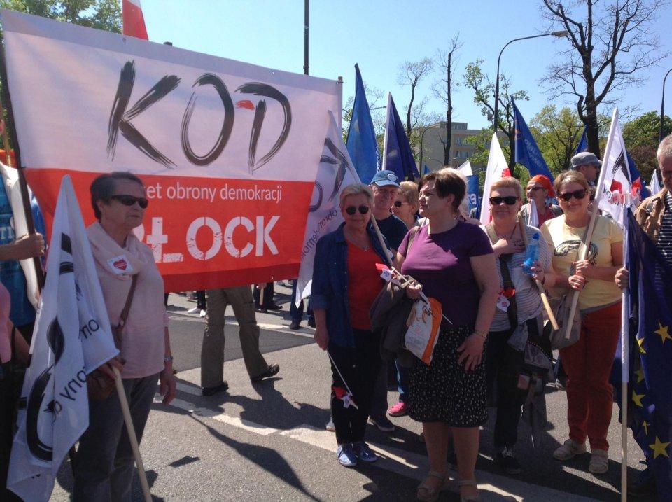 Prounijny marsz KOD i opozycji w Warszawie, płocczanie też w nim szli